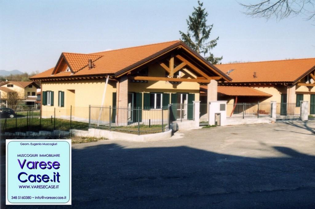 Cazzago brabbia villa in vendita agenzia immobiliare for Portico auto in vendita