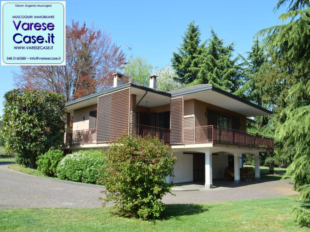 Villa singola in vendita a ispra for Portico auto in vendita