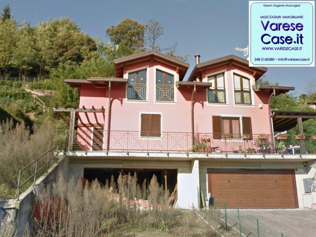 Villa bifamiliare in asta a laveno mombello for Piani portico di tre stagioni